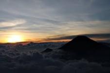 Mencari Tahu Misteri Kaki Gunung Lawu Adanya Pasar Setan