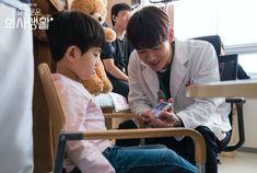 Drama Korea Hospital Playlist 2 Episode 8 Sub Indo, 5 Kisah Cinta Dokter